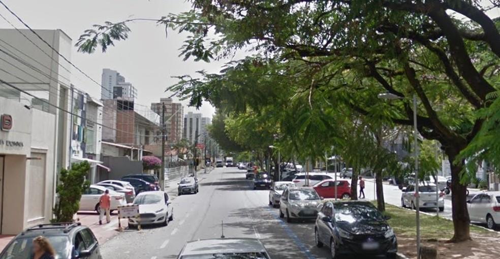 Algumas lojas na Afonso Pena decidiram reabrir nesta terça-feira (5) — Foto: Google Street View