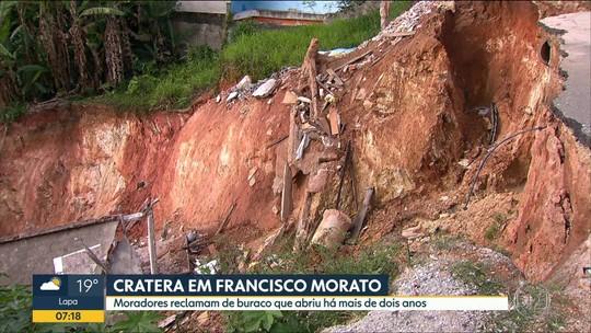 """Cratera em Francisco Morato já """"engoliu"""" sete casas"""
