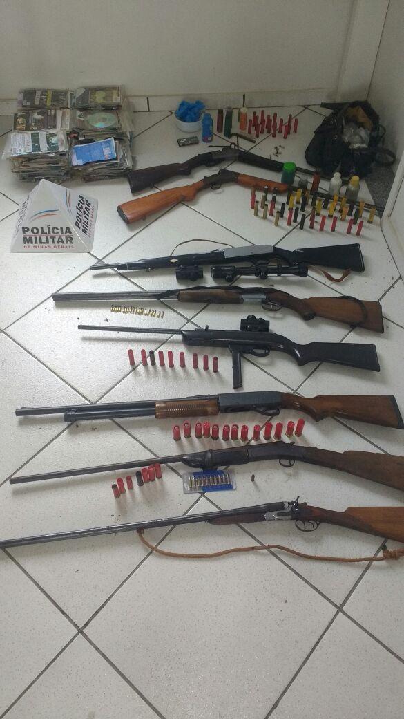 Polícia Militar detém grupo com armas e munições em Laranjal, MG