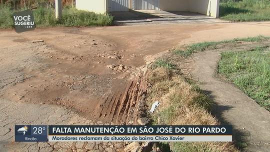 Buracos tomam conta de bairro de Rio Pardo e moradores reclamam de abandono: 'Está impossível'