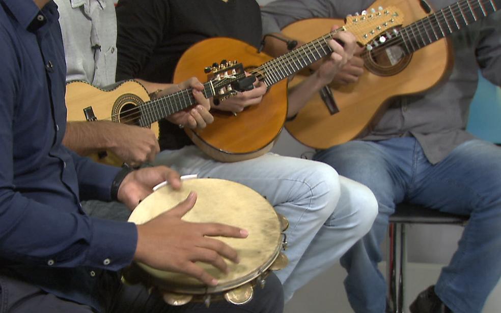 Músicos do grupo de choro Sai da Frente tocam no estúdio do G1 em Brasília (Foto: TV Globo/Reprodução)