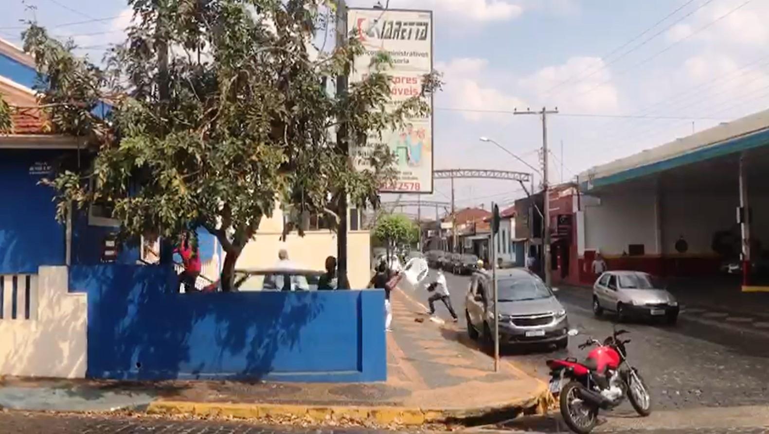 VÍDEO: mulher reage a tentativa de assalto e suspeito é agredido por moradores em Santa Rita