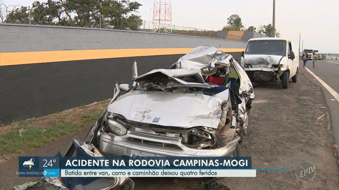Batida entre van, carro e caminhão deixa quatro feridos na Rodovia Campinas-Mogi