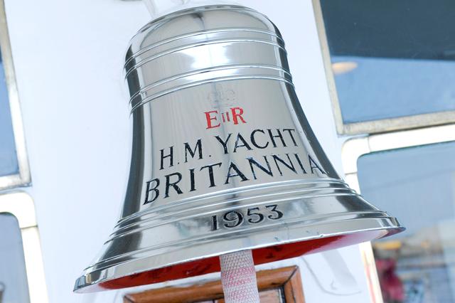 O lindo sino que batiza o Royal Yacht Britannia (Foto: Divulgação)