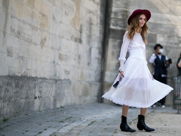 Bota cowboy com vestido (Foto: Imaxtree)