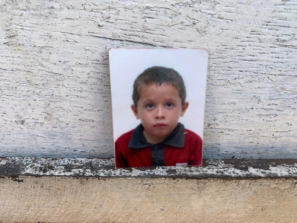 Menino José Carlos, de 8 anos, está desaparecido desde a quarta-feira (21) — Foto: Anna Alyne Cunha/Inter TV Cabugi