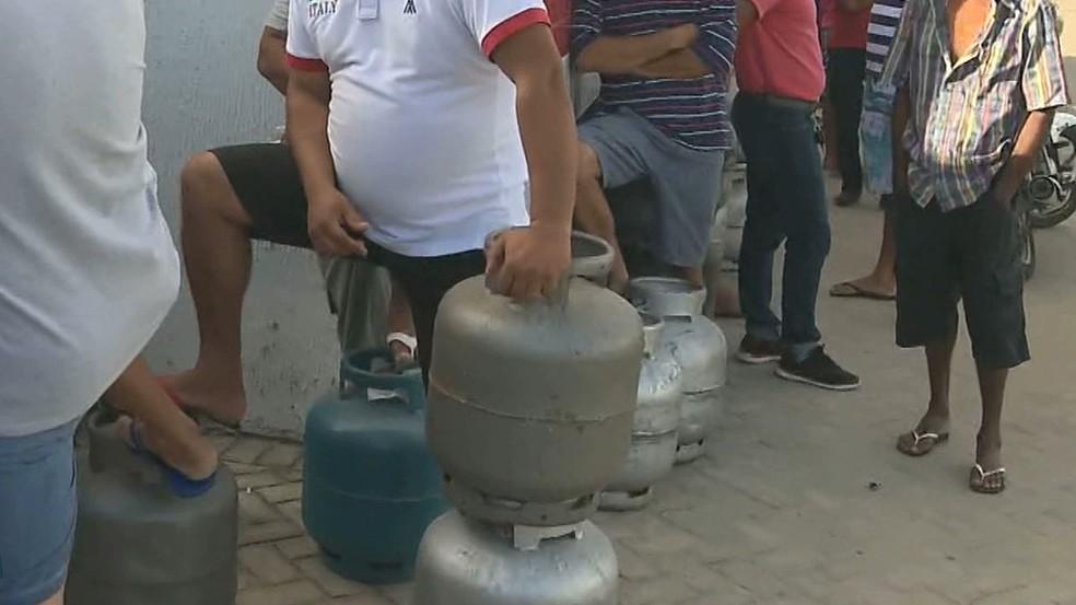 Carregamento de gás chegou em Campina Grande nesta segunda-feira (28) (Foto: Reprodução/TV Paraíba)