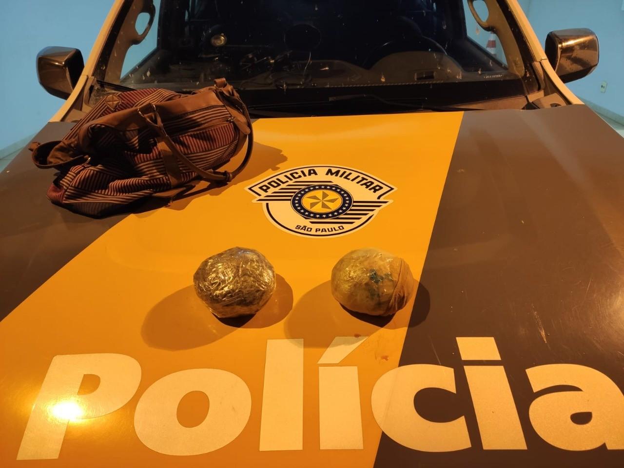 Mulher de 18 anos é presa em flagrante com pacotes de cocaína em mala de mão