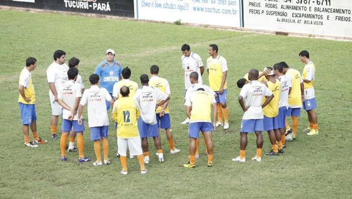 João Galvão conversando com o grupo (Foto: Divulgação / Arquivo Pessoal)
