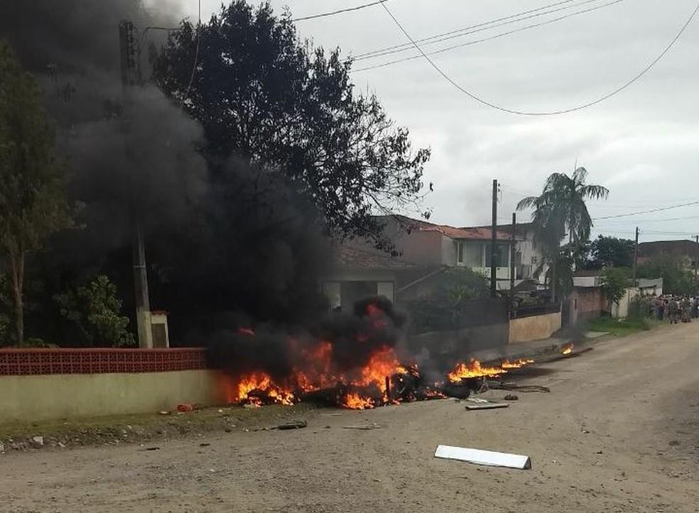 Helicóptero caiu em Joinville e deixou três mortos. (Foto: PM/Divulgação)