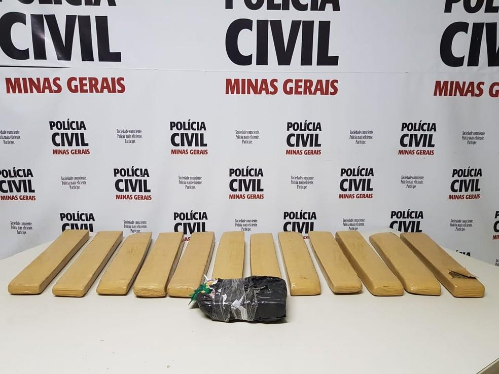 """Material apreendido na Operação """"Ordo Partium"""" em Cataguases — Foto: Polícia Civil/Divulgação"""
