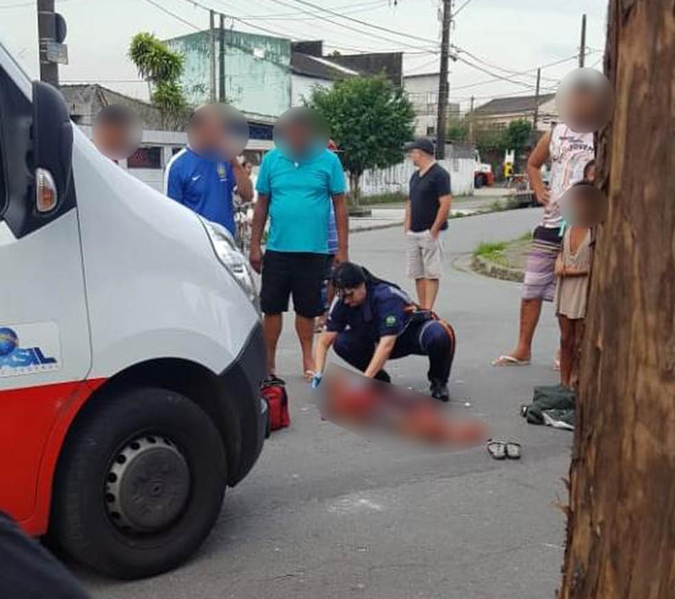 Criança chegou a ser socorrida, mas morreu no Pronto Socorro, em Santos, SP (Foto: G1 Santos)