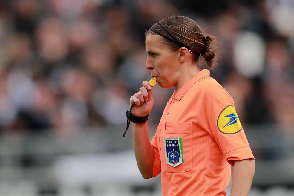 Stephanie Frappart será a árbitra da partida entre Liverpool e Chelsea — Foto: EFE