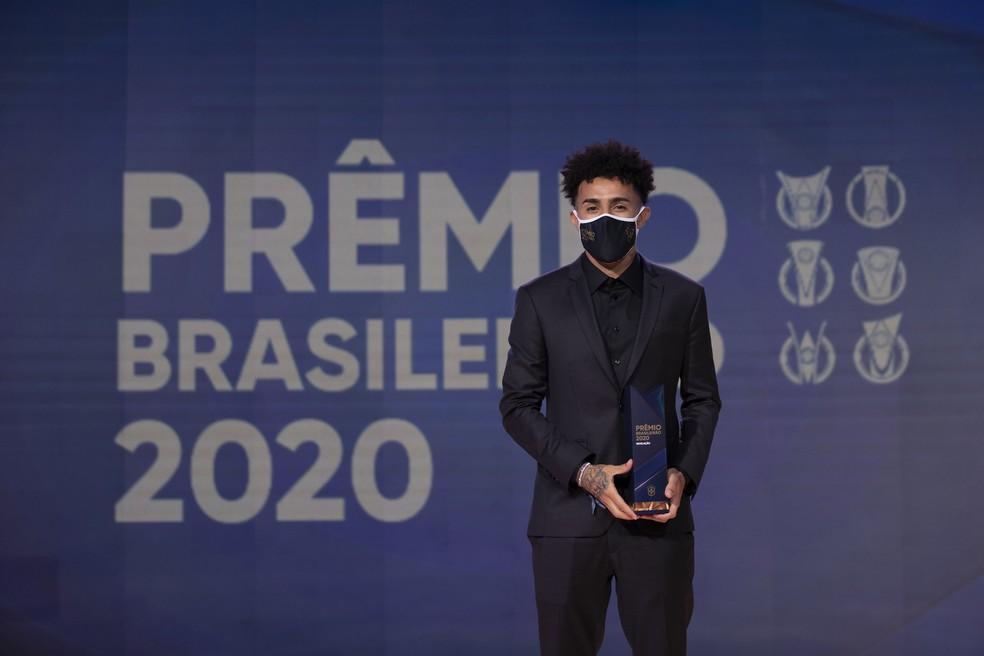 Claudinho foi eleito craque do Brasileiro 2020 — Foto: Lucas Figueiredo / CBF