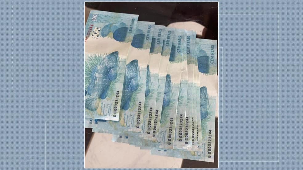 Estudante recebeu dinheiro falso no Recife — Foto: Reprodução/TV Globo