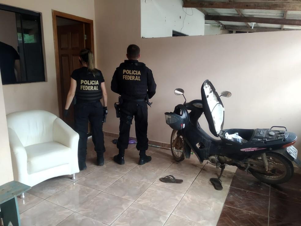 Em Presidente Médici (RO), foi cumprido um mandado judicial de busca e apreensão. — Foto: PF/Reprodução