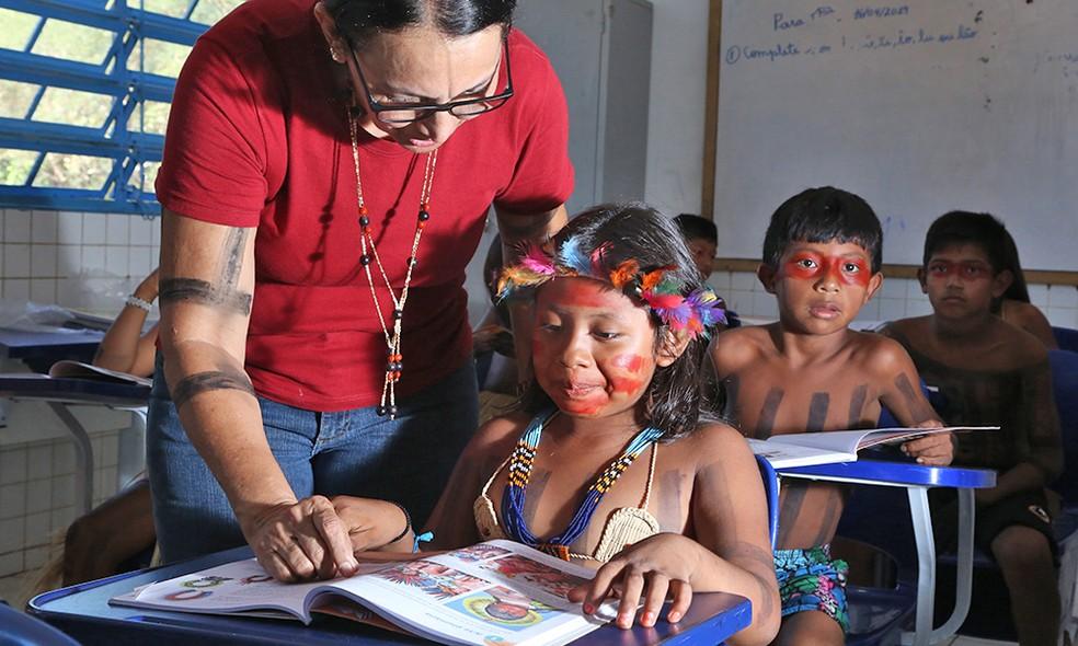 Crartilha propõe estratégias e metodologias de enfrentamento ao racismo e à discriminação contra indígenas no contexto escolar urbano a — Foto: Márcio Vieira