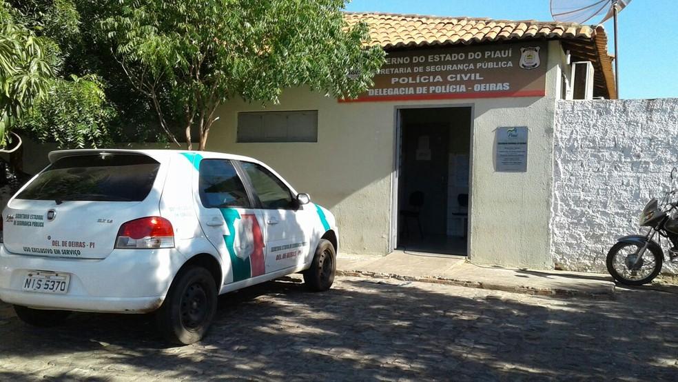 Suspeito rouba casal, se arrepende e vai à delegacia devolver celular das vítimas no Sul do Piauí