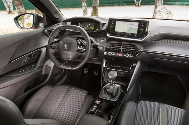 Interior investe em materiais melhores e imita o estilo do 3008 (Foto: Divulgação)