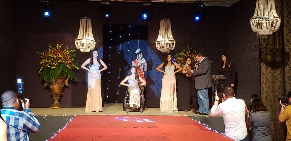 Finalistas do concurso Rainha Nacional do Café e a Princesa Nacional do Café recebem homenagens  — Foto: Vanessa Pires/G1