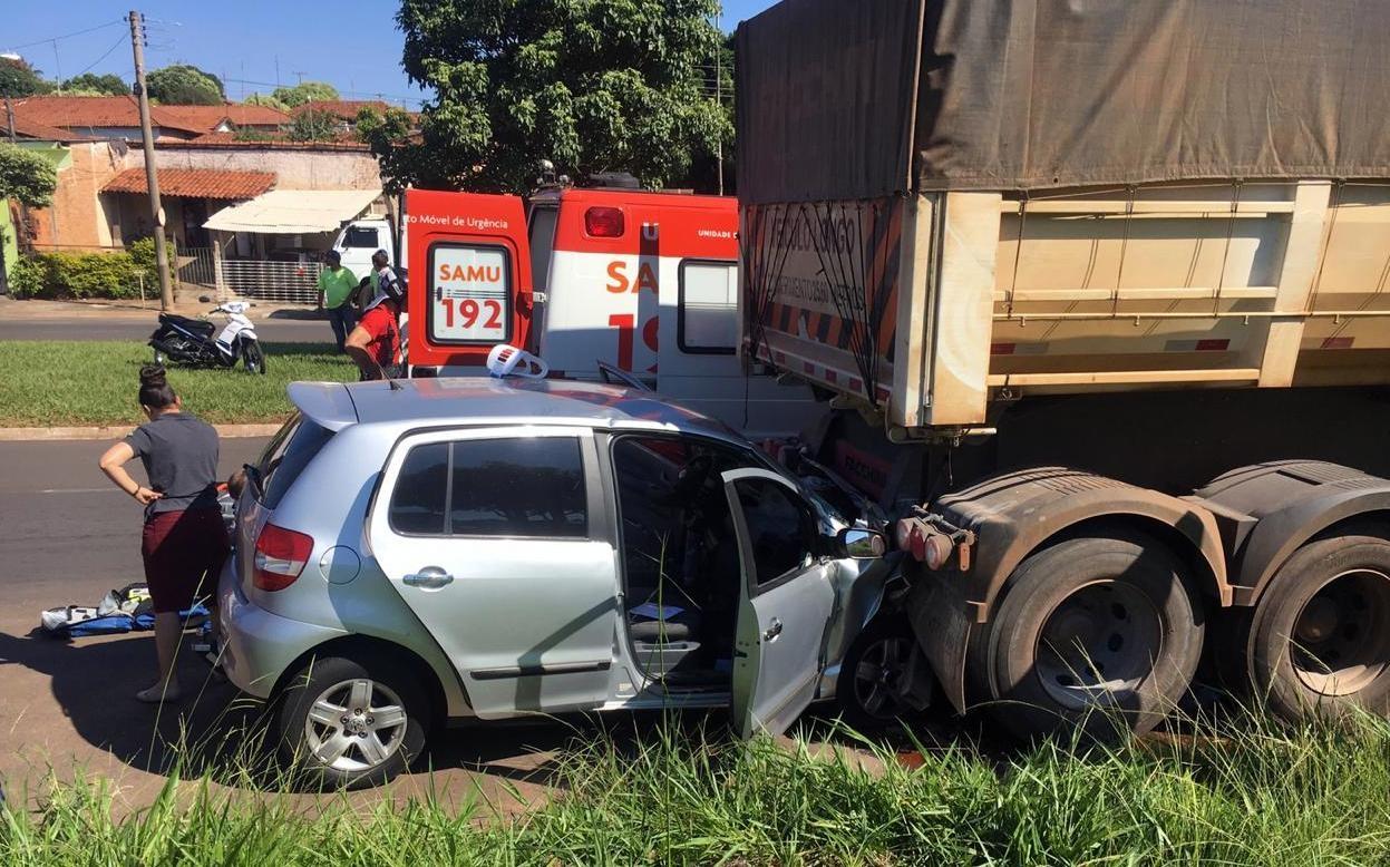 Motorista morre após bater carro contra caminhão em Matão - Noticias