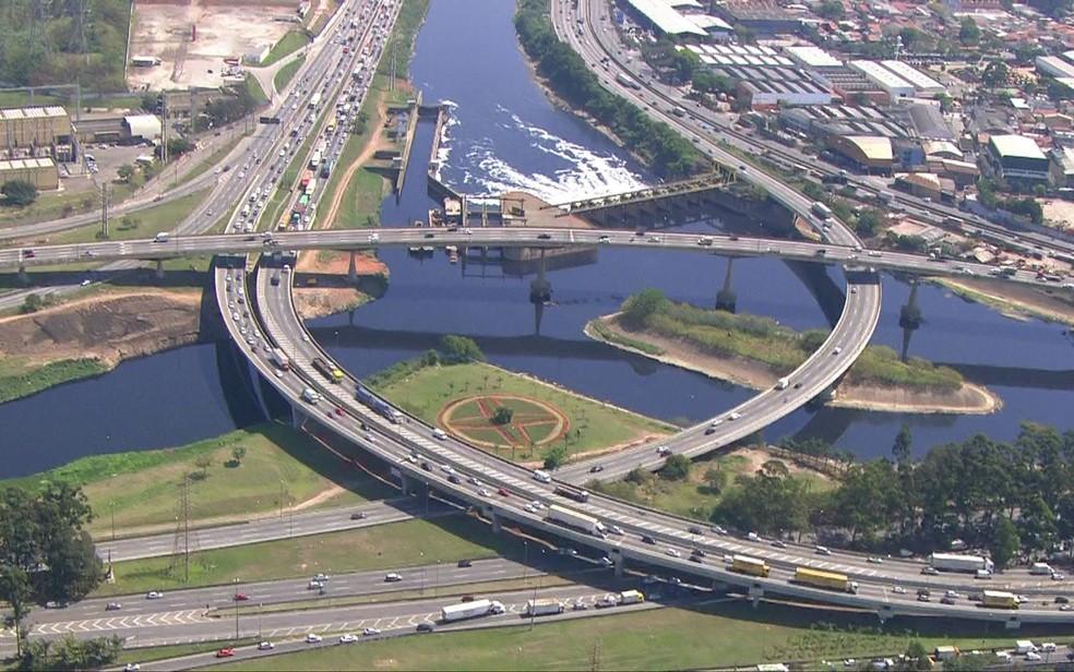 Trecho conhecido como 'Cebolão', em São Paulo, que interliga a rodovia Castelo Branco às marginais Tietê e Pinheiros (Foto: TV Globo/Reprodução)