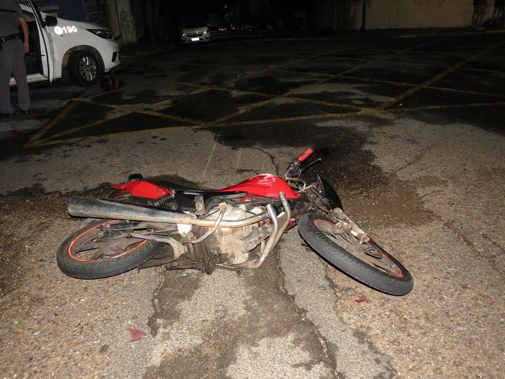 Motociclista chegou a ser socorrido, mas não resistiu aos ferimentos — Foto: Jorge Zanoni/Cedida