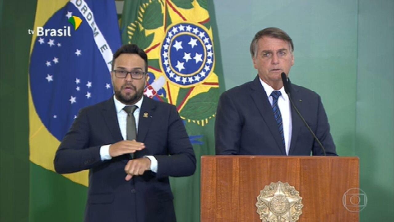 O presidente Bolsonaro elogiou o ministro Guedes em cerimônia no Planalto