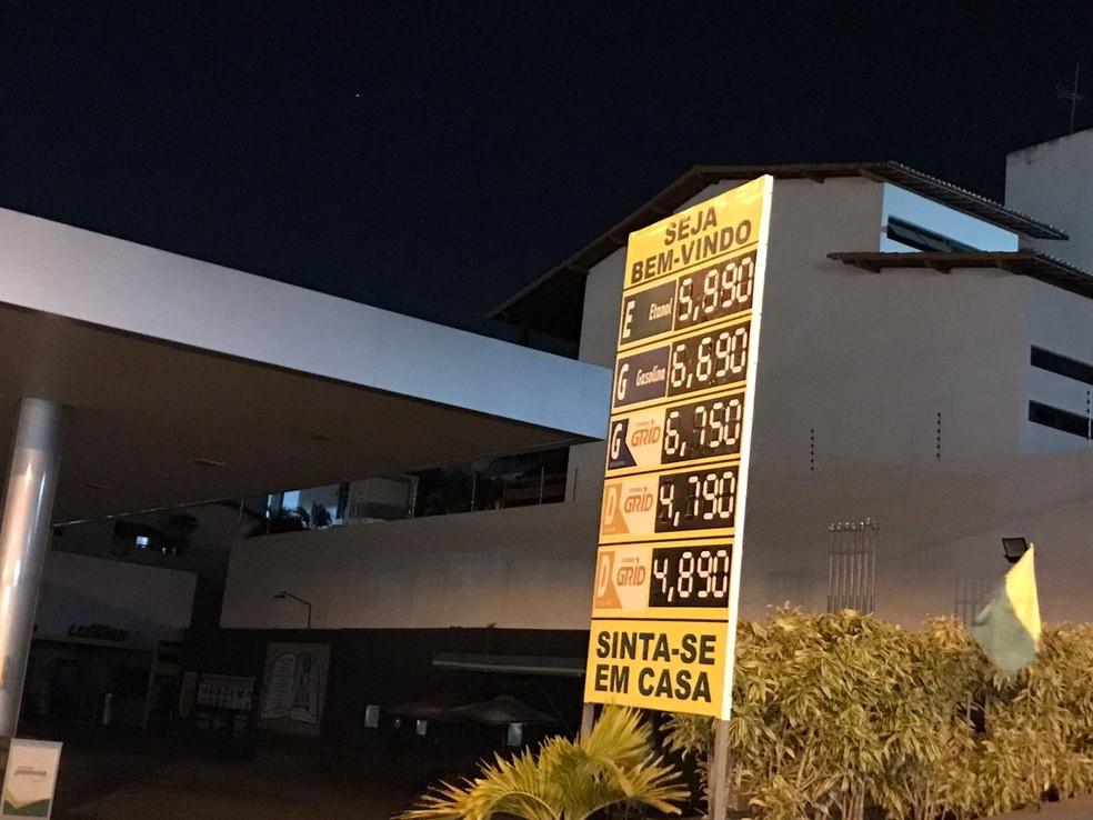 Placa mostra a R$ 6,69 em posto de Natal. — Foto: Geraldo Jerônimo/Inter TV Cabugi