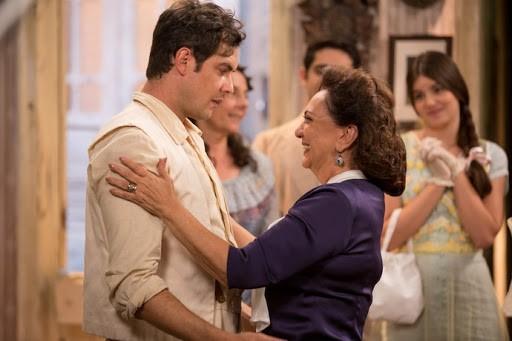 Cena do reencontro de Anastásia com o filho, Candinho (Sergio Guizé) (Foto: TV Globo)