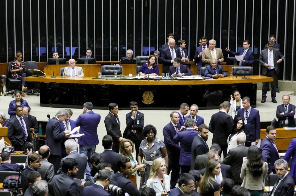Deputados reunidos no plenário da Câmara durante a sessão desta segunda-feira (2) — Foto: Cleia Viana/Câmara dos Deputados