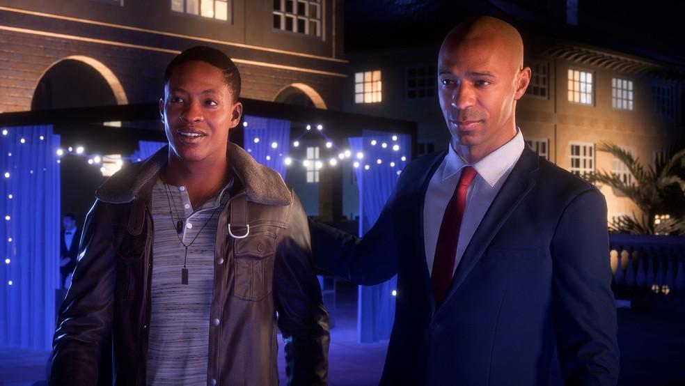 Alex Hunter, jogador britânico criado pela EA para o modo 'A Jornada', e o francês Thierry Henry em cena de 'Fifa 18' (Foto: Divulgação)