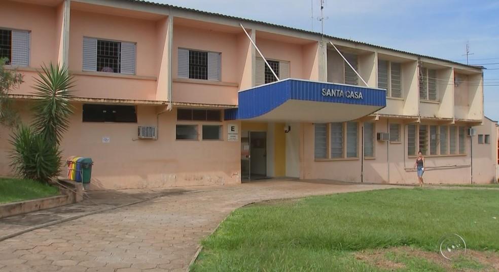 A Santa Casa de Macatuba também sofre com o atraso de salários (Foto: TV TEM/Reprodução)