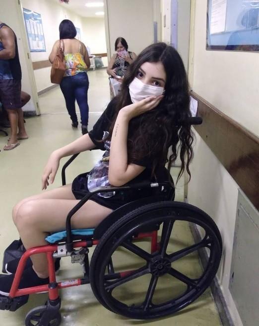 Mabel Calzolari não está conseguindo andar (Foto: Reprodução)