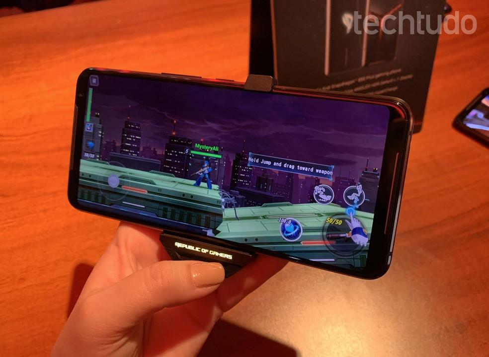 Celular 'mais poderoso do mundo' promete até 7 horas de jogo sem precisar recarregar bateria — Foto: Anna Kellen Bull/TechTudo