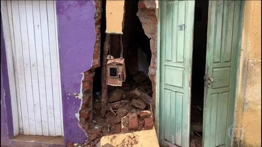 Mais de duas mil pessoas estão desalojadas em cidade baiana inundada após rompimento de barragem