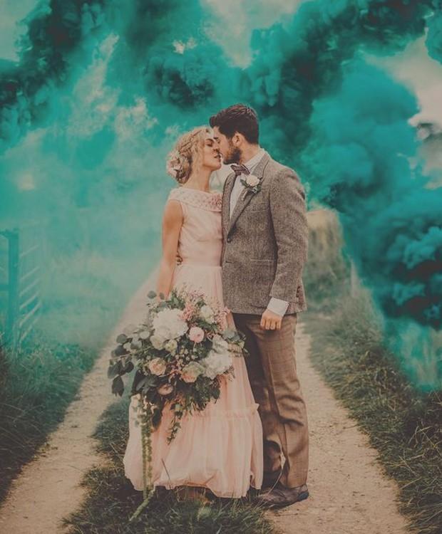 A fumaça muda toda a foto do casamento (Foto: Pinterest/ Reprodução)