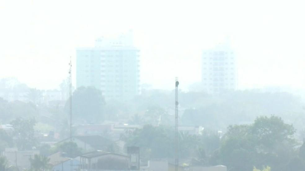 Fumaça de queimadas em Rio Branco — Foto: Reprodução/Rede Amazônica Acre