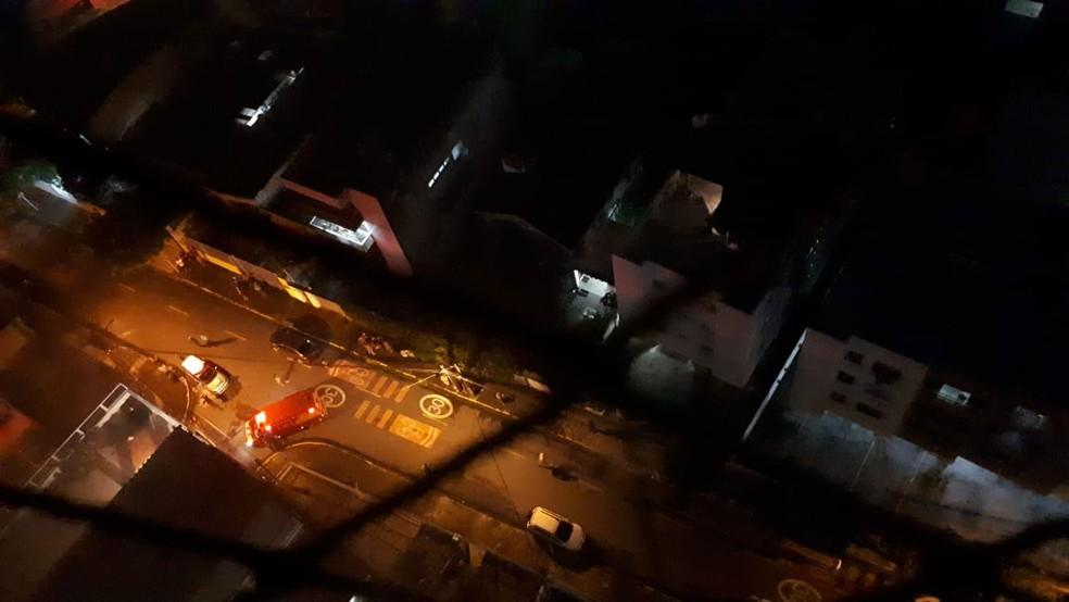 Corpo de Bombeiros foi acionado para combater incêndio em Boa Viagem, no Recife — Foto: Reprodução/WhatsApp