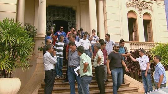 Taxistas de Ribeirão reclamam de crise e concorrência desleal do Uber