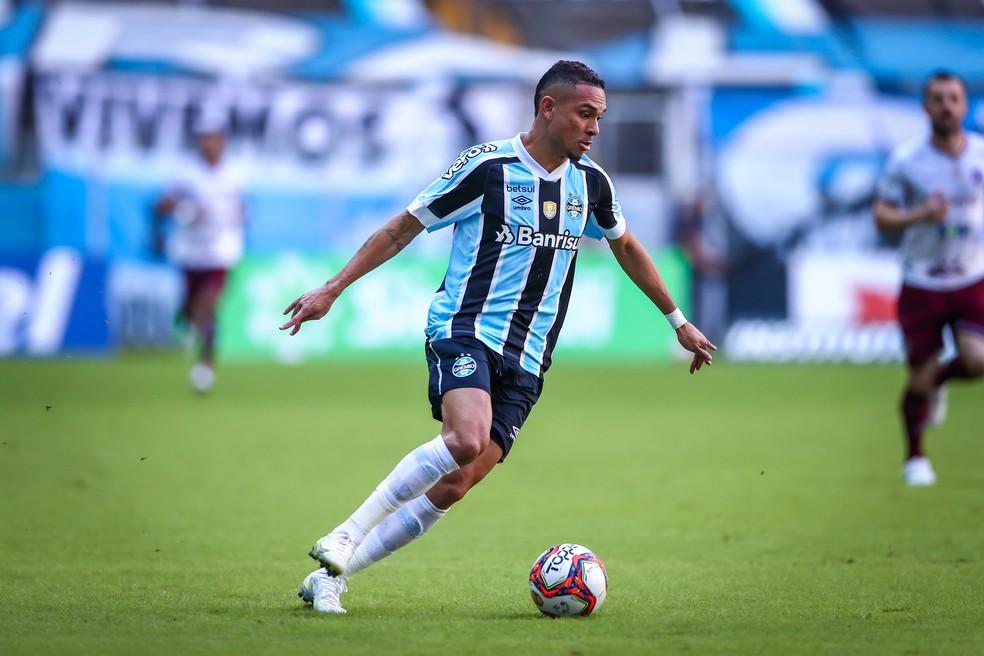 Luiz Fernando tinha conquistado espaço com a chegada de Tiago Nunes — Foto: Lucas Uebel/DVG/Grêmio
