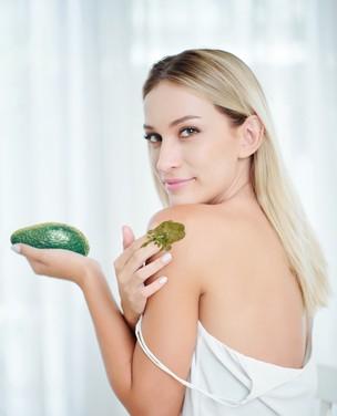 5 receitas com abacate para cabelos e pele