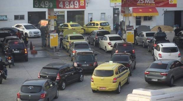 Greve dos caminhoneiros está afetando diversos setores da economia (Foto: Reprodução/Agência O Globo)