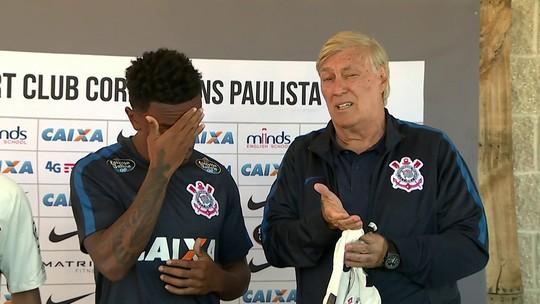 Diretor do Corinthians chama Fellipe Bastos de Felipe Melo, reforço do rival