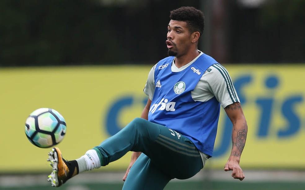 Juninho será titular do Palmeiras contra o Coritiba, seu ex-time, segunda-feira, no Pacaembu (Foto: Cesar Greco/Ag Palmeiras)
