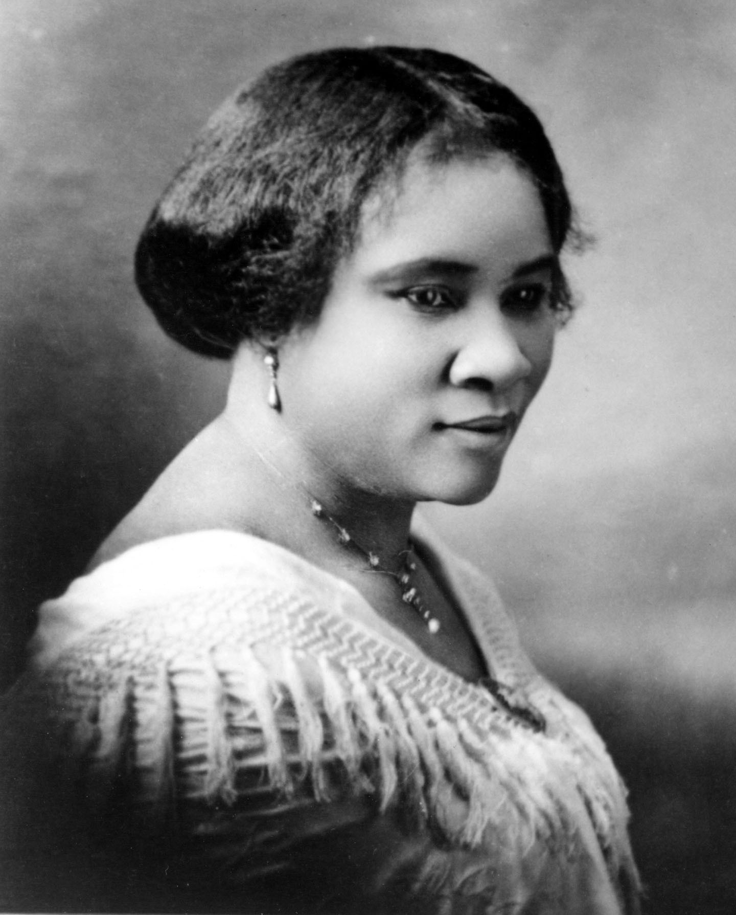 CIRCA 1914:  Madam C.J. Walker (Sarah Breedlove) the first female self made millionaire in the world poses for a portrait circa 1914. (Photo by Michael Ochs Archives/Getty Images) (Foto: Getty Images)