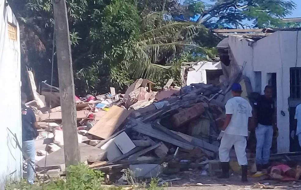 Explosão causou desabamento de casas e deixou mortos e feridos em Camaragibe, no Grande Recife — Foto: Reprodução/WhatsApp