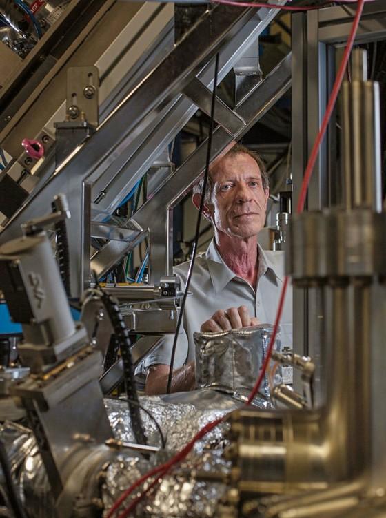 O físico Ricardo Rodrigues.Ele encabeçou as obras do primeiro acelerador do país, nos anos 1980,e agora toca a obra do Sirius (Foto: Rogério Cassimiro/ÉPOCA)