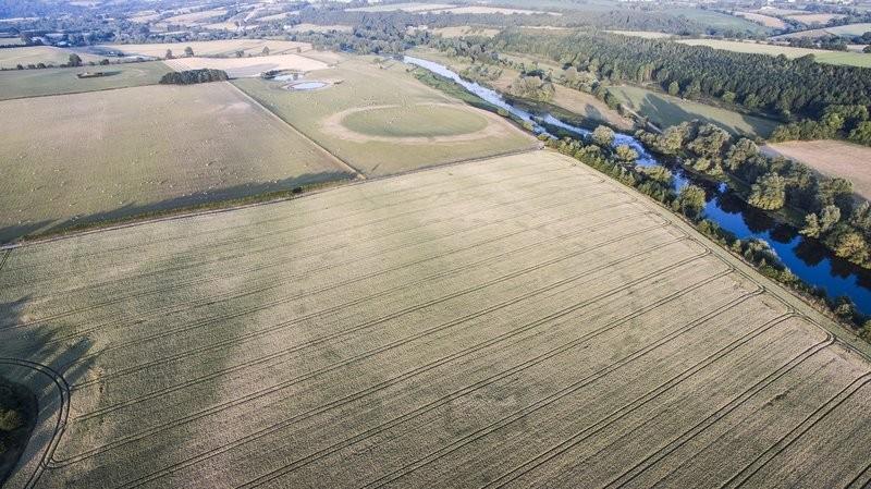 Estima-se que henge tenha sido construído há mais de quatro mil anos (Foto: Reprodução/Anthony Murphy)