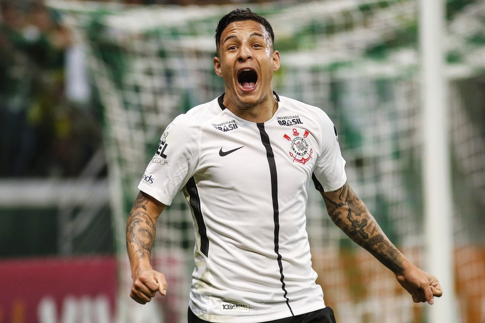 Arana comemora gol sobre o Palmeiras na casa do rival — Foto: Agência Estado